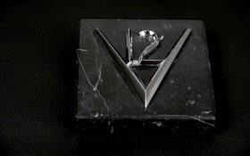 Presse-papier V12